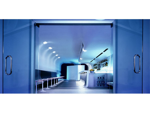 Leeser Glass Bar designed by Bevilacqua Architects