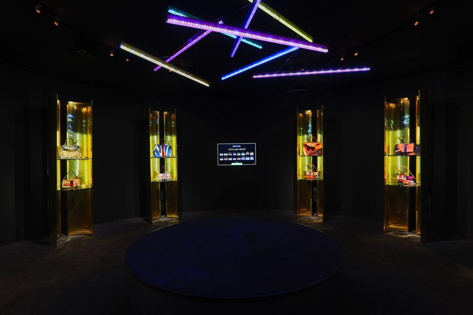 """Bevilacqua Architects - Fendi """"Un Art Autre"""" Bags Display"""