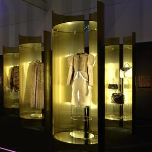 Un Art Autre Exhibition_Fendi Brass Display Cases by Bevilacqua Architects